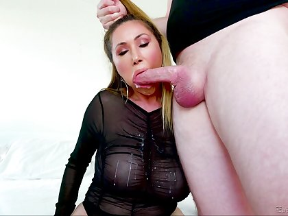 Spectacular blowjob show by experienced Asian porn model Kianna Dior