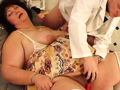 extreme fat mummy fucked apart from her hairdresser