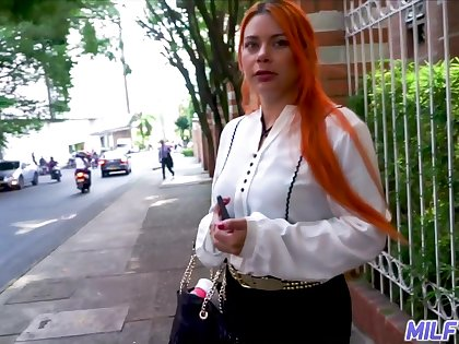 Young vlogger picks up super sexy Colombian woman Sofia Zarate plus fucks her cunt