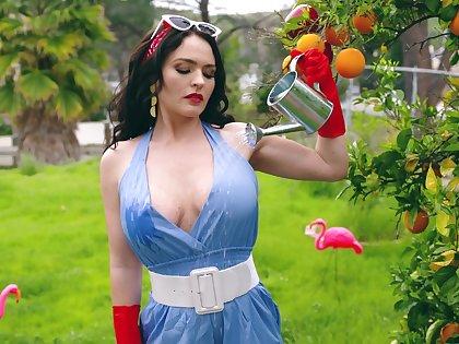 Kinky sexy curvy MILF Krissy Lynn in awesome xxx bid video