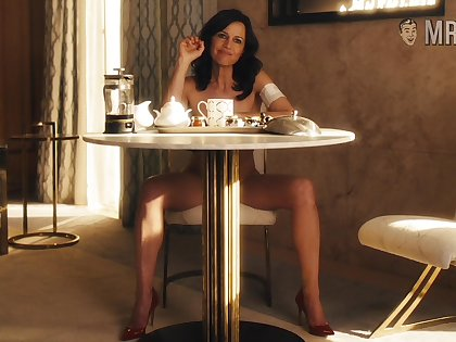 Carla Gugino is sex on toes with the addition of that slim get up to exudes sexual magnetism