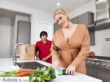 Hot mature matriarch Ryan Keely bangs nerd 19 yo stepson in the kitchen