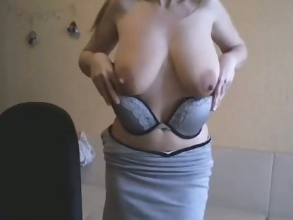 This webcam slut is a force to be reckoned involving and I love the brush saggy breasts