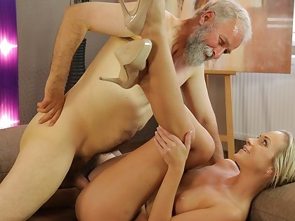 OLD4K. Cutie needs nothing more impediment elderly penis be advisable for their way