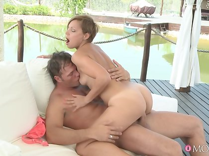 Doughty babe beside small boobs loves riding like a star