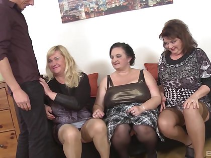 Homemade choreograph sex party surrounding mature babes Ria Black & Laura Silver