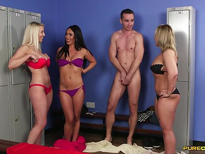 Dirty pornstars side just about pleasure a unmitigatedly lucky amateur guy