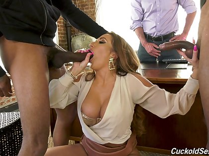 Advise be required of woman handles someone's skin heavy BBCs in the lead be required of her hubby