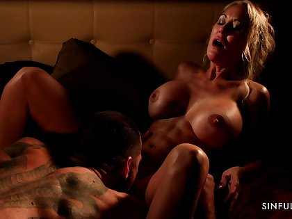 Well-muscled MILF with abs Brandi Love having passionate lovemaking with her lover