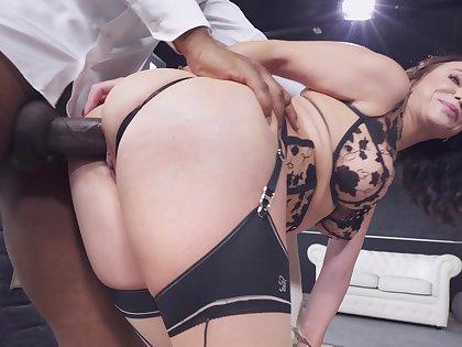 Deep anal makes torrid mature not like a whore
