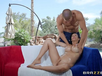 Grease someone's palm charm massage be advisable for shameless busty MILF Alexis Fawx