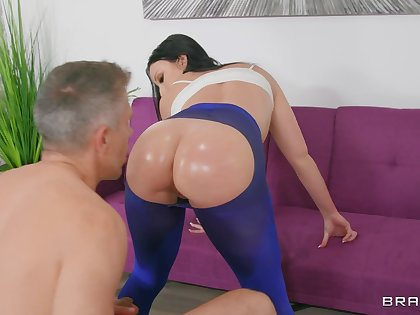 Fine explicit rides cock in reverse for a complete anal shag