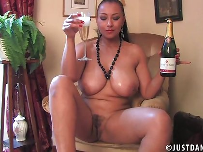 Homemade second-rate video of busty wife Danica Collins masturbating