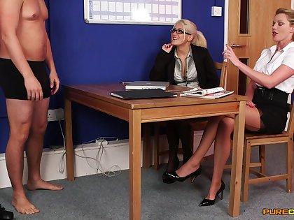 Lu Elissa increased by her coworker enjoy sucking Hawkshaw of an assistant